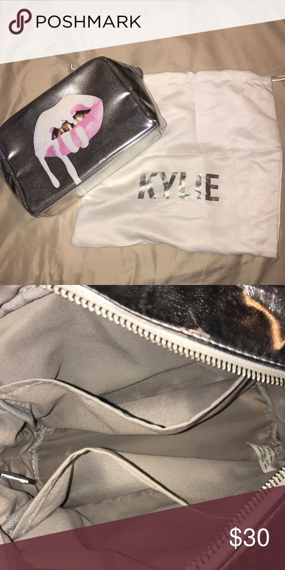 Kylie Jenner Holiday 2016 Makeup Bag •Authentic makeup bag • used •selling  with the white bag as well •fits alot of makeup inside has two side pockets •perfect for when traveling  • it came with the holiday bundle i purchased Kylie Cosmetics Makeup Brushes & Tools