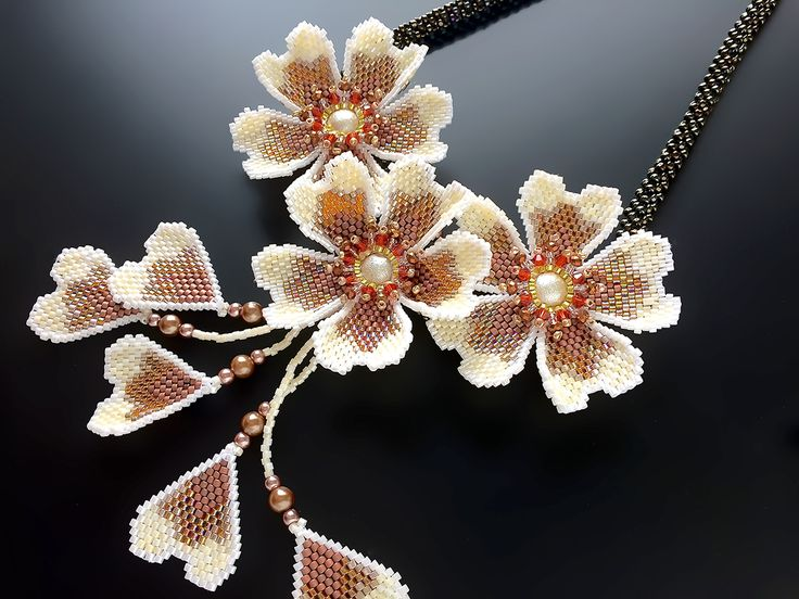 Autumn glittering beads necklace of flowers three-wheeled