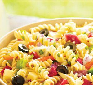 Al een tijdje ben ik op zoek naar de perfecte pastasalade voor bij de bbq. De 'gewone' huzaren-, rundvlees-, of aardappelsalade zijn zelfgemaakt het lekkerst. Maar ook redelijk bewerkelijk. Onlangs heb ik in de Allerhande een geschikt recept gevonden, met wat aanpassingen hier en daar is het perfect geworden.