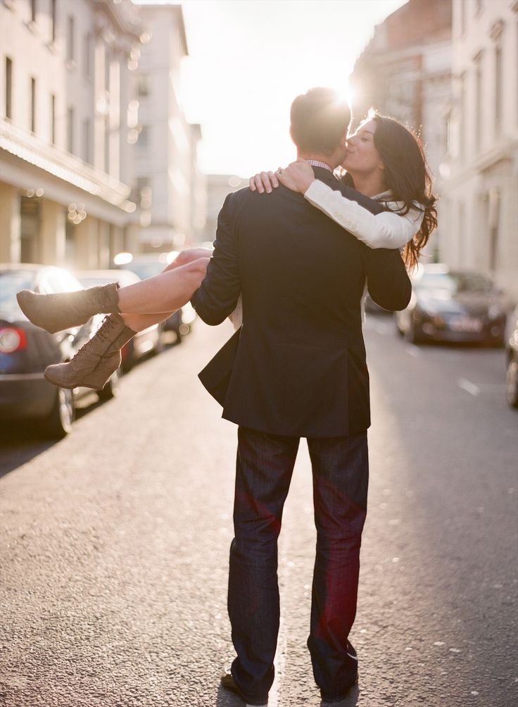 Are you planning a wedding engagement shoot? We love Cristin and Piers's stylish London wedding engagement