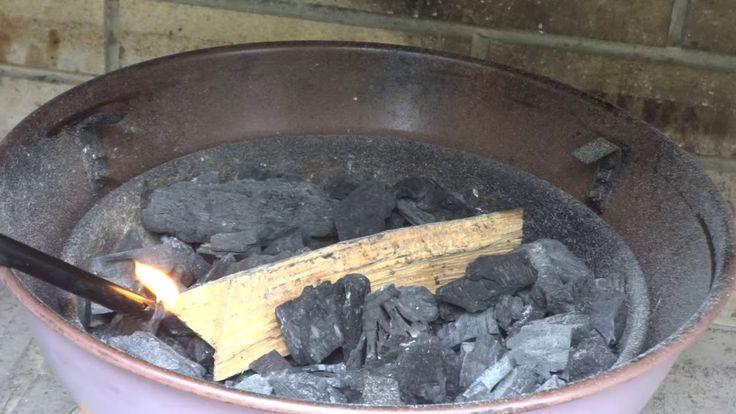 Άναμμα κάρβουνων στην ψησταριά #bbq #vlog