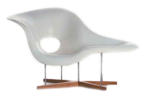 eames la chaise  Design Charles & Ray Eames, 1948.  Fiberglass, steel supports, oak base.   Made in Germany by Vitra.