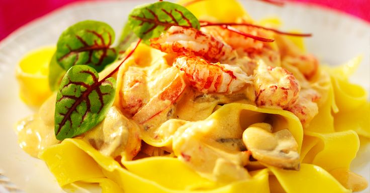 Hummerdoftande pastasås med kräftstjärtar. Den krämiga såsen får sin goda smak av kräftstjärtar, paprika, crème fraiche, vitlök och Hummerfond.
