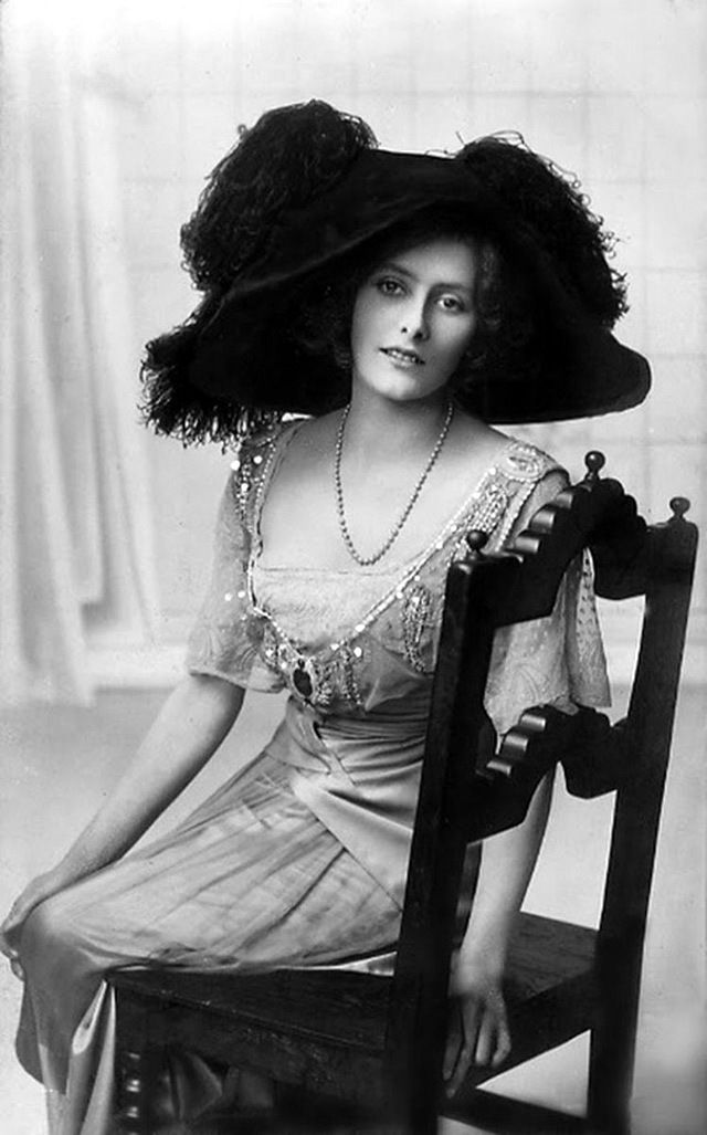 Giant Hats: The Favorite Fashion Style of Women From the early Years of the 20th Century