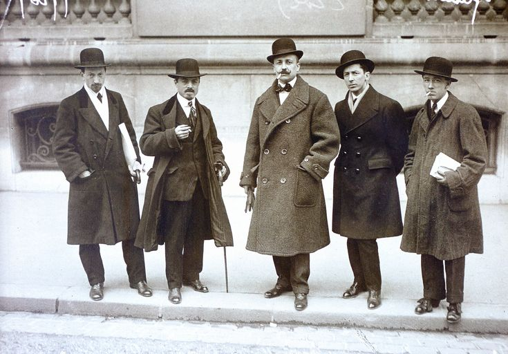 In their first and most famous group picture, Italian Futurists were photographed in Paris on February 1912 during the opening of the international exhibition Les Peintres futuristes italiens at the Galerie Bernheim-Jeune. From left to right: Luigi Russolo, Carlo Carrà, Filippo Tommaso Marinetti, Umberto Boccioni, Gino Severini. © Didier Ottinger (ed.), Futurism. Milano: 5 Continents Editions, 2009, p. 84.