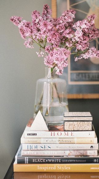 Vignettes love the books and this is something I could do at home, good inspiration.