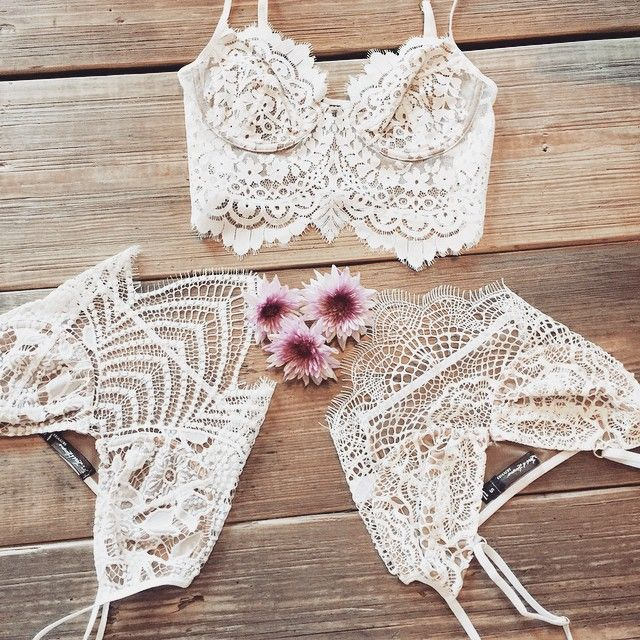 Today is the last day to enter for a chance to win a $250 giftcard to our website. All you need to do is sign up for our newsletter at the bottom of our website to be entered. 5 winners will be emailed on Monday! #forloveandlemons #downtoyourSKIVVIES