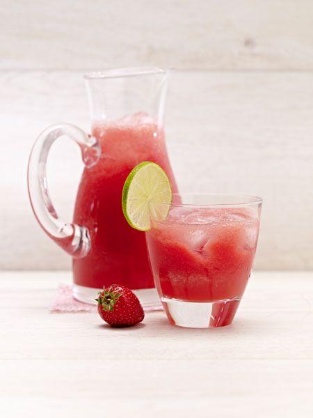 Genau das Richtige an warmen Tagen: Wassermelonen-Erdbeer-Limonade