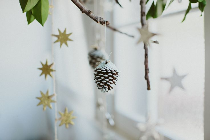 Now that Christmas is well and truly on our door step, it's time to get imaginative and who better to take creative direction from, than the beautiful people at Lenzo! This soft Scandinavian theme will make any home feel inviting and sophisticated.  Photography by Jess Nicholls and styling by Lenzo.