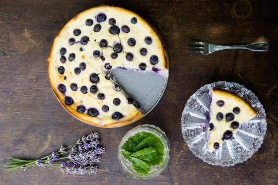 Borůvkový koláč s ricottovým sýrem | Vím, co jím