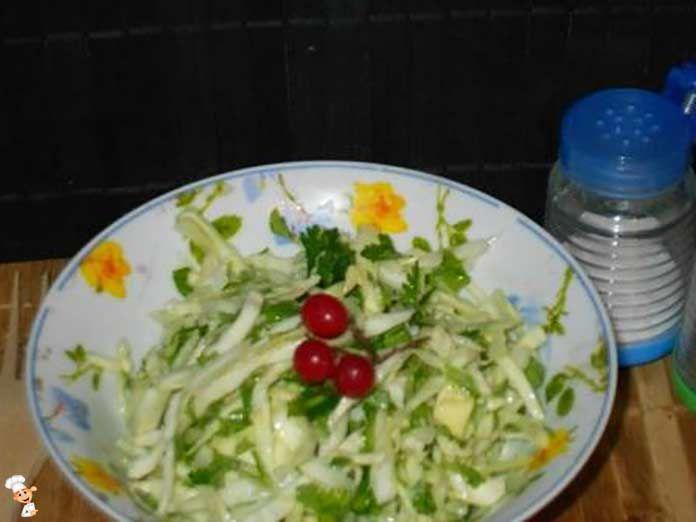 Салат из капусты с зеленью -прекрасная палочкой-выручалочкой к любому блюду.Это простой, быстрый в приготовлении салат, всегда выручит на обед, ужин и завтрак.