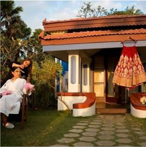 The reason why I LOVE dressing brides!!! You never know when the magic is going to happen next!! This is me outside my villa in #Goa finishing my bride's hair. Thank you Himani for such a great time and for being such an indulgent bride. So blessed and privileged to have your faith.
