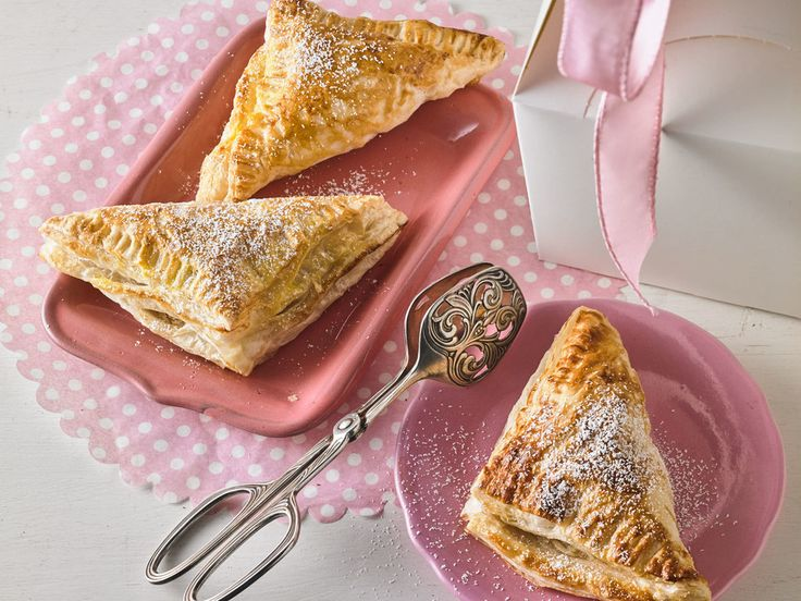 Apfeltaschen, ein beliebtes Rezept aus der Kategorie Kuchen. Bewertungen: 240. Durchschnitt: Ø 4,5.