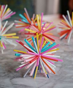 DIY Straw Sunburst Ornaments - these would look cool on your tree *or* just sitting in a bowl on your table.