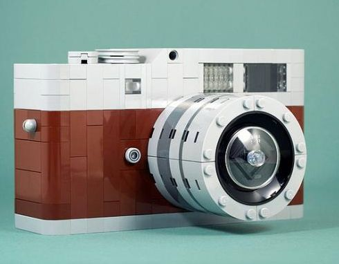 LEGO camera (Leica style) -- crazy cool!
