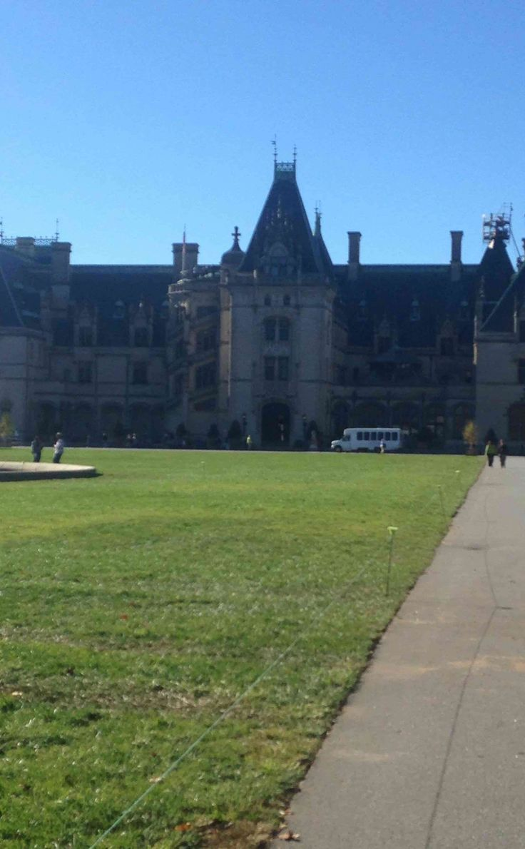 Biltmore Estate | Travel | Vacation Ideas | Road Trip | Places to Visit | Asheville | NC | Restaurant | Wine | Hotel | National Historic Site | Historic Home | Holiday Lights | Architectural Site | Tour | Tourist Attraction