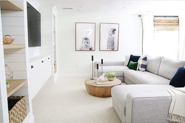 Another look at one of our favorite spaces, and custom sofa configurations, by @chrislovesjulia