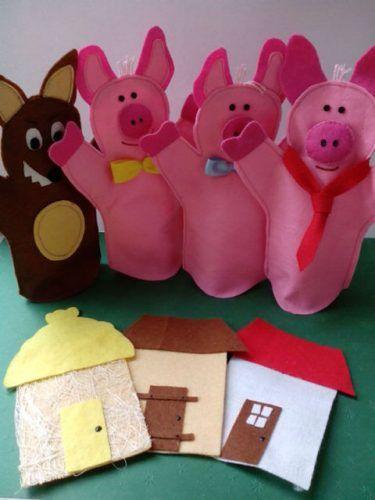 """Fantoches da história """"Os 3 porquinhos"""", de Joseph Jacobs. Este grupo de fantoches é composto por três porquinhos, um lobo mau e três casas, em que cada uma delas corresponde a um porquinho...."""