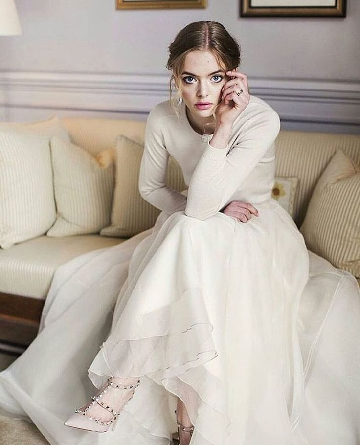 """23 likerklikk, 1 kommentarer – Cecilie Melli Studio (@ceciliemellistudio) på Instagram: """"Love this casual look for a bride in #ceciliemelligown and sweatercertainly a look I would go…"""""""