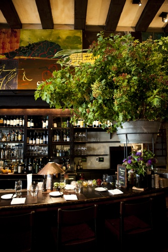 Gramercy Tavern is the king of farm-to-table cuisine in New York City. The front room is one of the best places in New York for a leisurely lunch, or a romantic#nydesign #nydesignagenda #nyrestaurants meal during the week.
