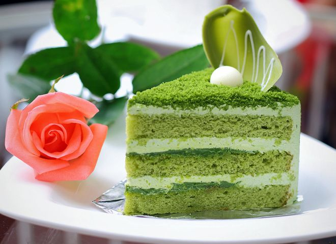 Бисквитный торт: попробуй экзотику зеленого цвета