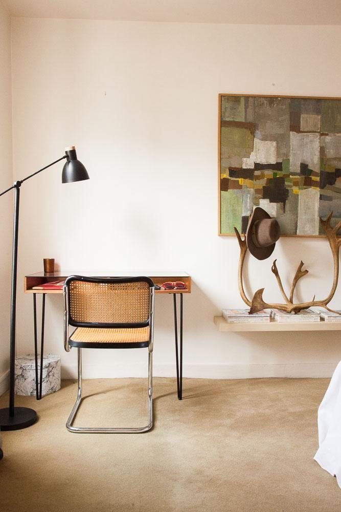 The Socialite Family   La chaise Cesca de Marcel Breuer s'empare du bureau de Maria de la Orden. #family #famille #mariadelaorden #jérômebaril #mauloa #paris #glass #luminosity #light #indoor #art #design #architecture #marcelbreuer #cescachair #canage #desk #bureau #déco #style #fashion #home #thesocialitefamily