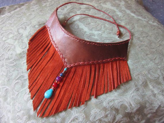 Leather fringe choker necklace with gemstone beads (lapis lazuli, carnelian, violet dragon´s vein agate and howlite) and brass beads.