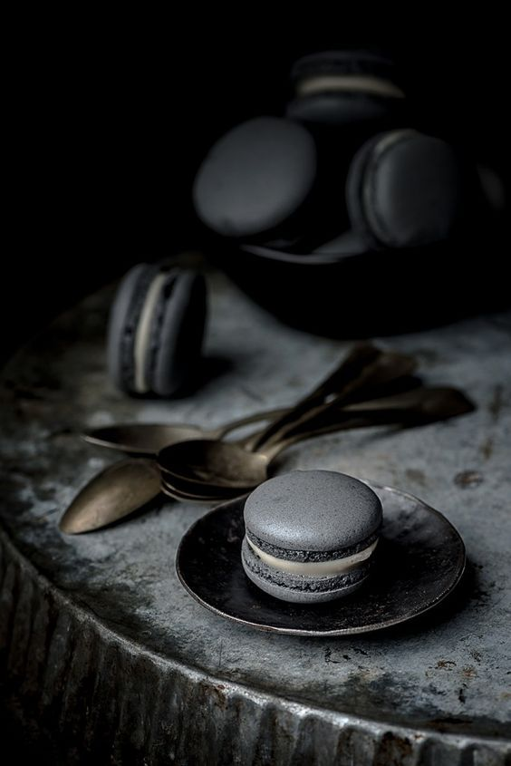 The midnight strike of macaroons - photography-