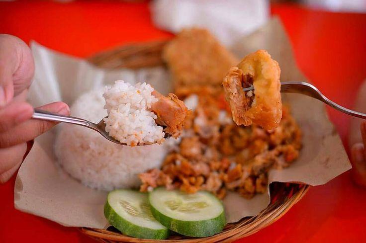 @Regrann from @indokuliner.id -  Lagi pengen makan ayam? Yuk cobain @mbokmoro .. Enak banget ��  #kuliner #jalanjalan #resep #camilan #jajanan #info #tips #makanan #makanansehat #keluarga #infokuliner #travellingindonesia #travelling #pesonaindonesia #repost #regram #kulinerjkt #kulinerbdg #makan #foodlovers #foodgram #foodie #foodies #food #jktfoodies #jktfoodbang #buffet - #regrann http://tipsrazzi.com/ipost/1500532335148372396/?code=BTS9jVqgZGs