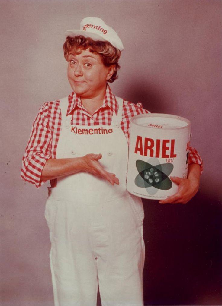 """Klementine (gespielt von Johanna König) war seit den 60er Jahren das Gesicht für Ariel Waschmittel. Sie trug bei den Ariel-Werbespots immer eine weiße Latzhose und ein rot-weiß kariertes Hemd. Besonders in Erinnerung blieb dabei der Werbesologan Slogan """"Ariel - macht nicht nur sauber, sondern rein"""" der zum Kult wurde."""