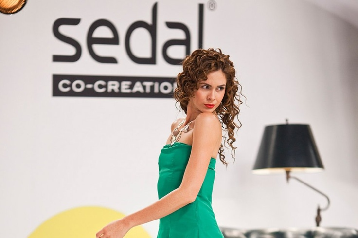 Las modelos de 'Colombia's Next Top Model' aprovecharon la grabación de un comercial para darle unos toques de belleza a una de las partes más vistas de su cuerpo. Vea la galería.