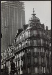 La Tour Montparnasse en construction. Paris, 1973. Photographie de Janine Niepce (1921-2007).