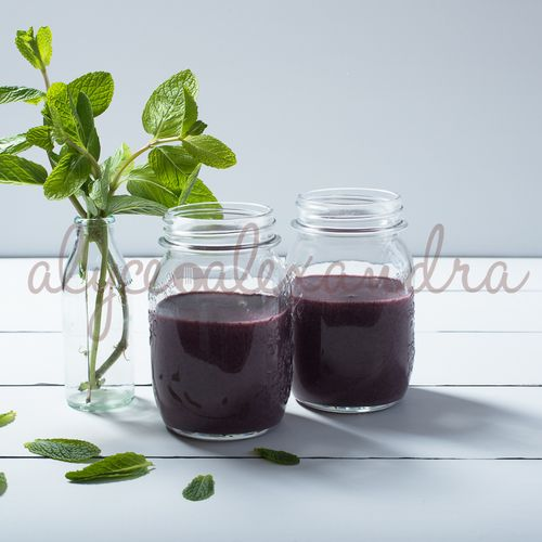 Blueberry mint smoothie