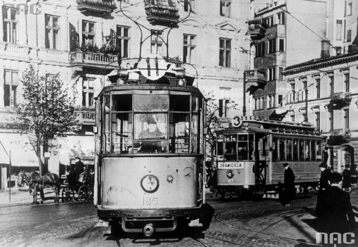Plac Zbawiciela fot. 1940-1944, źr. Narodowe Archiwum Cyfrowe.