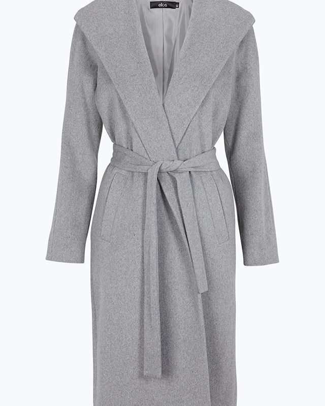 As much in love with this wool mix coat as the geniuses behind @sakerstil #SakerStilPodden are ❤️ Swedish-speaking followers, don't forget to listen to their podcast! #premiumquality #elloswomen