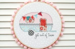 Retro Camper Embroidery Hoop Art tutorial and free pattern!