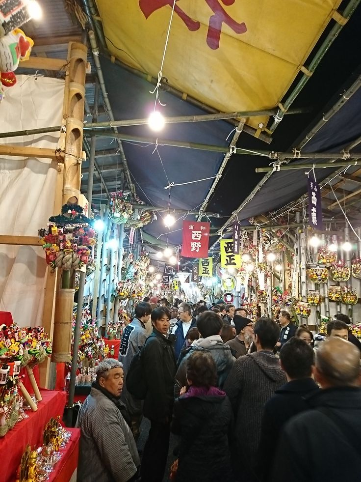 As okame is also called otafuku and means many fortunes, it is regarded as good omen, and they began to use it as an ornament attached to rakes sold on Tori no Ichi open-air market on the day of the bird at Asakusa and so on. Nov.11,2016