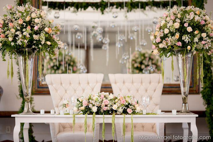 Mesa de los Novios. Arreglo floral y centro de mesa.