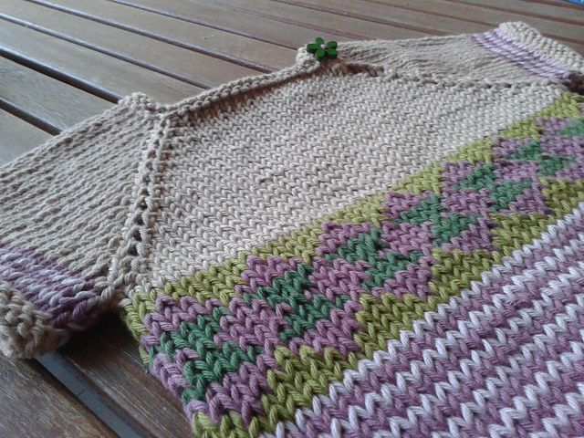 Ravelry: Athele's Scrap Sweater for the Small ones