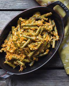 Mijn sambal goreng boontjes recept waarmee je de Indische rijsttafel helemaal afmaakt. Een heerlijk vegetarisch en vegan recept.