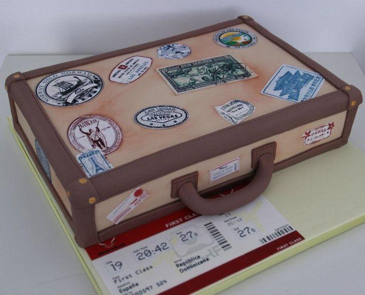 Pastel maleta de viaje sellos ciudades