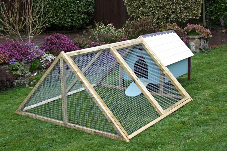 Another small area hen house and chicken run - #CityChicken www.FreeHenHousePlans.net