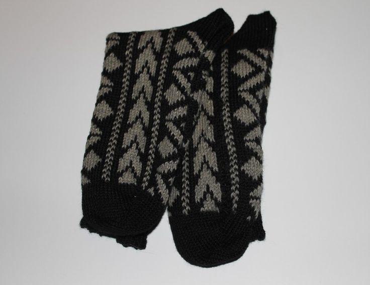Hjemmestrikkede sokker   Fremstillet i 75 % uld                     25 % poly  Pris ex forsendelse: 80 kr