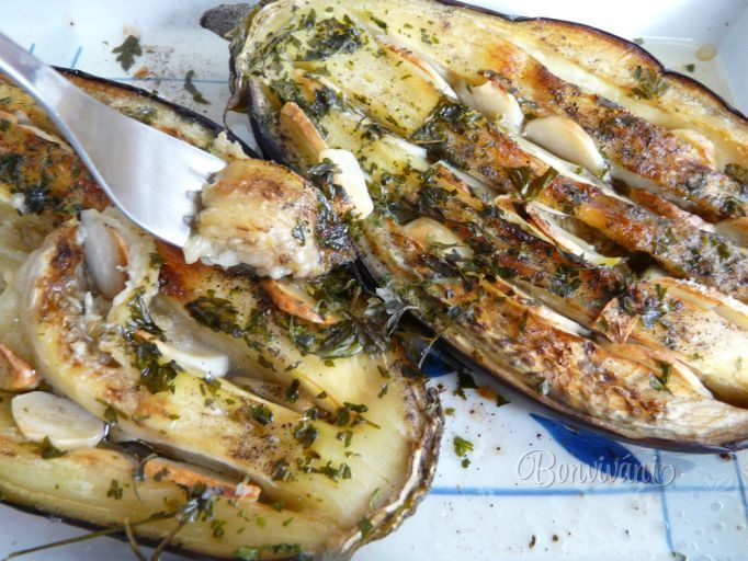 Pečený baklažán s cesnakom • recept • bonvivani.sk