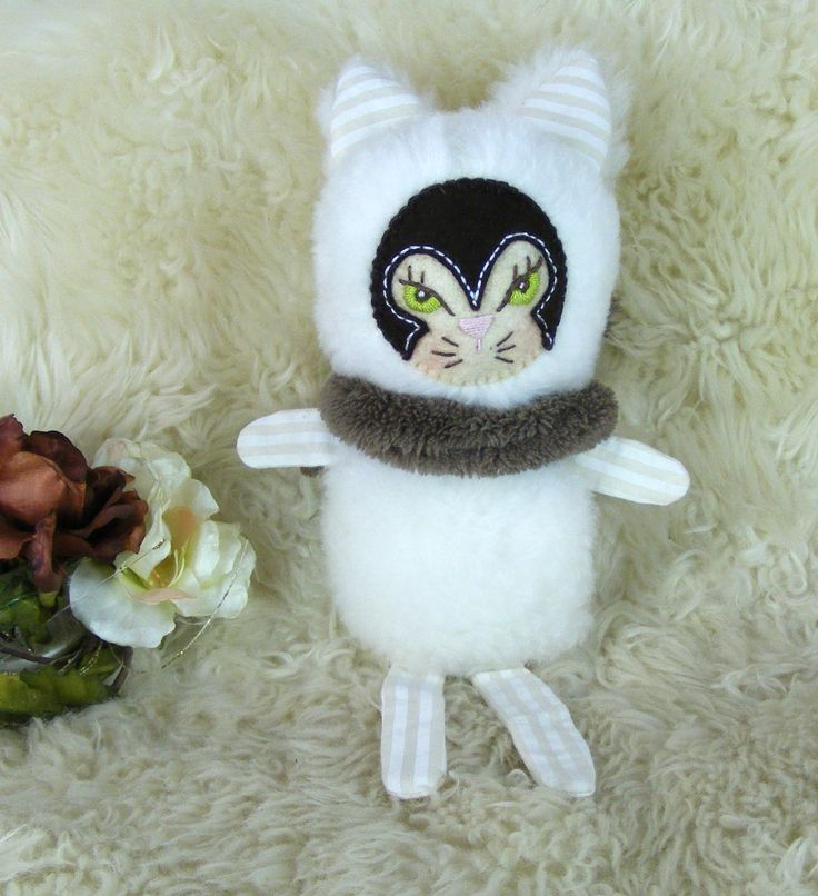 Hófehér cica Csepke https://www.facebook.com/artbloom.porteka