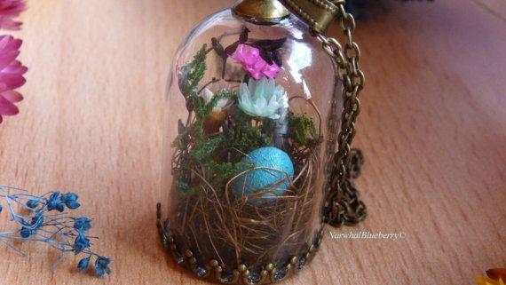 Nido de pájaro azul. Collar de bronce. Níquel y sin plomo. Terrario. Flores de verdad. Musgo real. Cúpula de cristal. Bosques. Huevo pequeño. Nido de pájaro. Fimo.