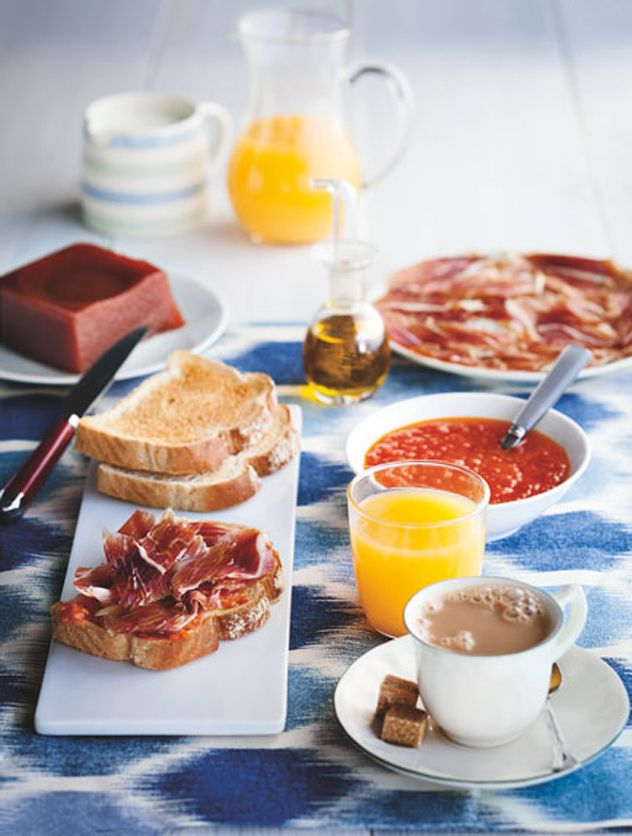 Desayuno Ibérico. El modelo de desayuno perfecto está a nuestro alcance. Tostadas de pan tomaca, jamón, colacao (en genérico me refiero) y zumo de naranja