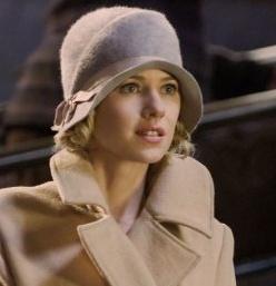 Naomi Watts in retro cloche.