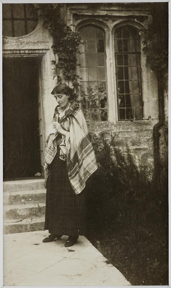 Virginia Woolf at Garsington Manor in 1917 #virginiawoolf