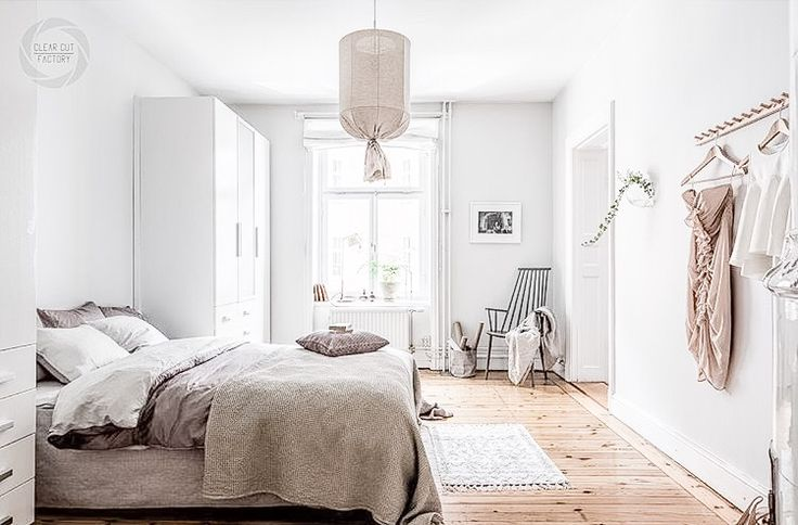 + Floorboards, white & natural materials ...